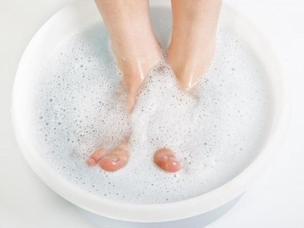 Можно ли удалить ноготь, пораженный грибком, в домашних условиях?